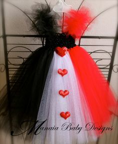 Disney Queen of Hearts Alice in Wonderland :: Baby Tutu Costume for Halloween or Dress Up Pretend Play. Could we make this an adult costume? Theme Halloween, Halloween Outfits, Holidays Halloween, Halloween Crafts, Halloween Tutus, Halloween Customs, Halloween Parties, Halloween Makeup, Queen Of Hearts Alice