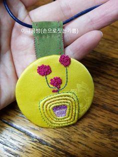 색실누비 목걸이(유월이5) : 네이버 블로그 Crochet Earrings, Coin Purse, Purses, Wallet, Jewelry, Handbags, Jewlery, Jewerly, Schmuck