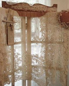 6 Wonderful ideas: Linen Curtains Sweets hanging curtains without nails.Shabby Chic Curtains Life curtains wall of windows. Vintage Shabby Chic, Shabby Chic Homes, Shabby Chic Decor, Vintage Lace, Vintage Room, French Vintage, Window Coverings, Window Treatments, Decoration Shabby