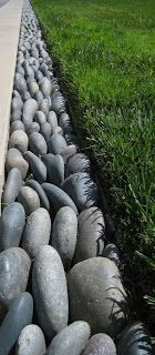 5 Ways to Edge Your Landscape with Recycled Materials