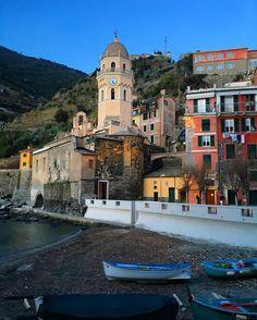 #vernazza #total_italy #canon #ig_liguria #liguria #liguria_super_pics #italia #italy #landscape #cinqueterre  #volgoliguria #ig_italia #follow  #photooftheday #vivoliguria #loves_bestpic #instadaily #loves_united_liguria #5terre #visititalia #loves_liguria  #bestoftheday #perlestradedellaliguria  #infinity_italia  #yallersliguria  #italiainunoscatto #canon5dmarkiii  #loves_genova #sky #ig_laspezia