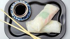 Street food dal mondo? Prova l'involtino vietnamita a base di sfoglia di riso ripiena di spaghetti di soia e verdure.
