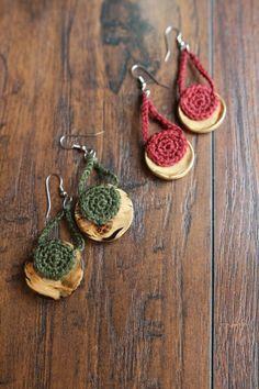 Crocheted Button Earrings - free crochet pattern by mamachee