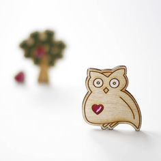 Cute owl brooche made of wood with little heart. Mushroom Chair, Wooden Owl, Cute Owl, Made Of Wood, Owls, Hanger, Brooch, Heart, Accessories