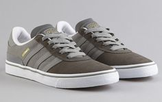 With mid cinder suede on the toe with grey leather and canvas from the side panel to the heel, adidas Skateboarding has just released the latest Busenitz Adidas Busenitz, Gray Rock, Sneaker Magazine, Skate Shoes, Grey Leather, What To Wear, Adidas Sneakers, Kicks, Vogue