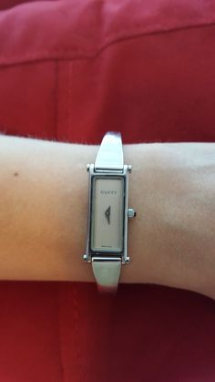 Gucci 1500 L bracelet watch for women, stainless steel, pre-owned, new battery