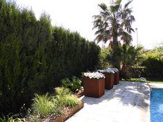 Maceteros y borduras en acero corten Shabby Chic, Sidewalk, Plants, Inspiration, Ideas, Gardens, Small Gardens, Corten Steel, Entrance Halls