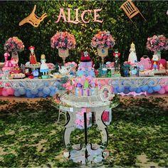"""2,542 curtidas, 151 comentários - Encontrando Ideias (@encontrandoideias) no Instagram: """"Festa Alice no blog. Pic via @luoficinadefestas #encontrandoideias #blogencontrandoideias…"""""""