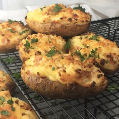 Stuffed baked potatoes with bacon - oven baked potatoes stuffed with a creamy mix of potato, bacon, sour cream and cheese with a crunchy sprinkle Baked Potato With Cheese, Baked Potato Oven, Stuffed Baked Potatoes, Loaded Baked Potatoes, Oven Baked, Lamb Ribs, Just Bake, Potato Skins, Oven Roast