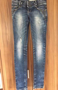 23396a71797 Moje Děravé tmavé džíny od Nahrát bez značky! Velikost 34   6   XS za130