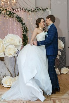 Large  flowers can be used to create an amazing wedding backdrop, or any of your special events. To make this unique flowers we used high quality  material.  #weddingdecor #giant flowers