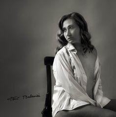 Isabel mujer mastectomizada por el cáncer de mama una fotografía de Toni Balanzà