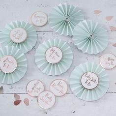 #badges #helloworld #babyshower #geboorte #feest #feestdecoratie #mintgroen #wit #gingerray #valentinaa