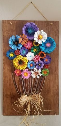 Pine Cone Flower Board - Diy and crafts interests Pine Cone Art, Pine Cone Crafts, Pine Cone Decorations, Flower Decorations, Diy Decoration, Christmas Pine Cones, Christmas Crafts, Christmas Christmas, Pine Cone Flower Wreath