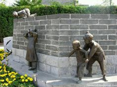 Monument to playing children in Beijing, China Outdoor Sculpture, Sculpture Art, Underwater Sculpture, Street Art, Instalation Art, Graffiti Murals, Land Art, Public Art, Creative Art