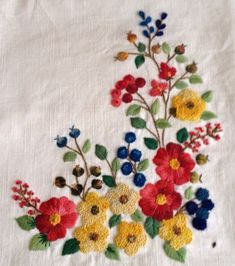 Diy Bead Embroidery, Floral Embroidery Patterns, Embroidery Flowers Pattern, Hand Embroidery Stitches, Crewel Embroidery, Hand Embroidery Designs, Machine Embroidery, Floral Bedspread, Bordado Floral