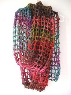 Cachecol de crochê em ponto de rede colorido. Simples assim!