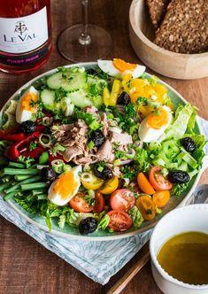 En été, rien ne vaut une salade fraîche avec son filet d'#huile d'#olive #bio pour la touche parfumée !