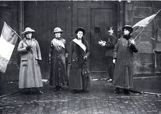Suffragettes' Picket outside Duke Street Prison, Glasgow 1914 Women Suffragette, Suffrage Movement, Scotland History, Historical Clothing, Historical Women, Brave Women, Female Hero, 20th Century Fashion, Great Women