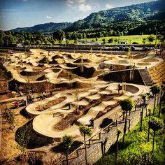 plussizebmx: This is the Velosolutions Park in Switzerland and it looks like a s plussizebmx: Dies ist der Velosolutions Park … Motocross Tracks, Bmx Racing, Jump Park, Skate Park, Mtb Trails, Mountain Bike Trails, Bmx Bicycle, Mtb Bike, Dirt Bike Track
