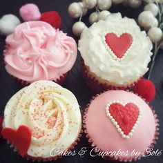 Do you love baking and have questions about how to make cupcake icing? Are you looking to perfect that cupcake of yours with a little artistic touch? Elegant Cupcakes, Beautiful Cupcakes, Cute Cupcakes, Buttercream Cupcakes, Cupcake Icing, Cupcake Cakes, Valentine Day Cupcakes, Valentines Day, Decorating Tips