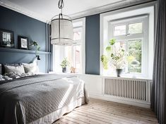 Inviting home with a blue bedroom Bedroom Storage Inspiration, Decor Inspiration, Bright Apartment, Apartment Interior, Blue Bedroom, Bedroom Decor, Interior Design Living Room, Living Room Designs, Built In Sofa