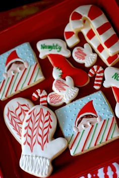 Christmas sugar cookies - Love the mittens, easy toothpick drag through base and wet lines. Tried it and it works. Looks proffessional as long as both are still wet. Elf on a shelf cookies ; Galletas Cookies, Iced Cookies, Cute Cookies, Cookies Et Biscuits, Christmas Goodies, Christmas Treats, Christmas Baking, Christmas Holidays, Christmas Sugar Cookies