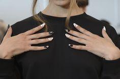 Nail art bianca: come ricreare le migliori proposte delle sfilate P/E 2015 - Grazia.it