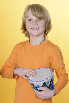 Basteln mit Kindern: Basteln Sie mit Ihrem Kind eine Trommel aus einem Blumentopf. Mit diesem selbst gemachten Musikinstrument kann ihr Kind musizieren.