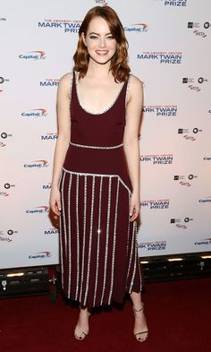 EMMA STONE in a maroon Prada tank dress with crystal embroidery and strappy Jimmy Choo sandals at the Kennedy Center Mark Twain Prize Honors Bill Murray event in Washington, D. Emma Stone Style, Rachel Mcadams, Celebrity Red Carpet, Celebrity Style, Celebrity Babies, Jimmy Choo, Tilda Swinton, Taylor Hill, Bill Murray