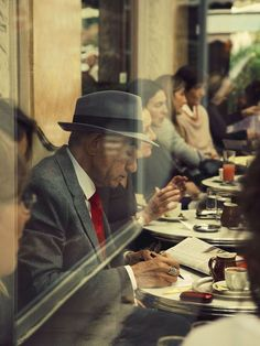 Balet and Paz present their version of Saul Leiter's 'Paris', 1959 - Street Landscape Photography Tips, History Of Photography, Documentary Photography, Artistic Photography, Color Photography, Vintage Photography, Film Photography, Digital Photography, Photography Ideas