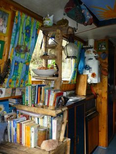 ideas for narrow boats interior colour Small Space Living, Tiny Living, Interior Motorhome, Narrowboat Interiors, Narrowboat Kitchen, Canal Boat Interior, Canal Barge, Houseboat Living, Living On A Boat