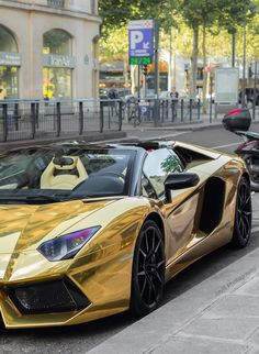 Gold wrapped Lamborghini Aventador. Does this have style? Hot or Not? Click to sign up for the future of car buying #TinderforCars