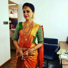 Indian Wedding Hairstyles, Indian Bridal Outfits, Indian Bridal Wear, Indian Dresses, Wedding Sarees Online, Saree Wedding, Bridal Sarees, Kerala Bride, Hindu Bride