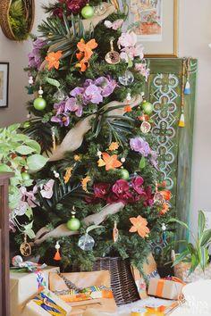 Tropical Bohemian Christmas Tree - Casa Watkins Living Hawaiian Christmas Tree, Live Christmas Trees, Bohemian Christmas, Beautiful Christmas Trees, Christmas Tree Themes, Christmas Diy, Beach Christmas, Christmas 2017, Tropical Christmas Decorations
