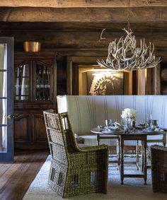 Seven Lakes Lodge, Chandeliers by Peak Antlers of Colorado Rustic Chic, Modern Rustic, Decor Interior Design, Interior Decorating, Hunting Lodge Decor, Antler Lights, Colorado Homes, Colorado Ranch, Cabin Fireplace