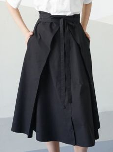 Shop Midi Skirts - Black Cotton Simple Plain Pockets Midi Skirt with Belt…Are there your FAVE Midi Skirts?StyleWe has vintage style skirts for you range from casual to tight. Shop floral and pattern midi skirts are suitable for work.Midi Skirts - S Midi Skirt Outfit, Skirt Outfits, Midi Skirts, Fashion Pants, Fashion Dresses, Fashion Fashion, Fashion Black, Cheap Fashion, Maxi Skirt Tutorial