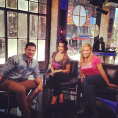 Nikki Bella and Nattie Chat With Nick Lachey and More?See the Total Divas Pics!