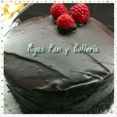 Sorprende a tú papi con una tarta casera de bizcocho y chocolate #migaspanybolleria #delabuelo #alicantegram #Alicante #alicantephoto #alicante_city #cumpleaños #instalicante #igersspain #instafriends #panaderiasenalicante #pan #cake #igersalicante