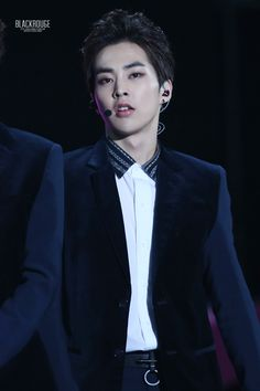 XIUMIN has been looking so nice!