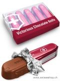 Victorinox Chocolate Knife / Victorinox is one of the most favorite Knife Chocolate Chocolate in our shop . The filling is made of hazelnut gianduja . Swiss Chocolate, Best Chocolate, Chocolates, Swiss Switzerland, Kakao, Small Boxes, Packaging Design, Usb Flash Drive, Gifts