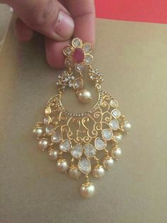 It's veryyy beautiful. The pink stone in middle makes it even more beautiful Jewelry Design Earrings, Gold Earrings Designs, Designer Earrings, Diamond Jewelry, Gold Jewelry, Unique Jewelry, Buy Gold And Silver, Indian Jewellery Design, Jewellery Designs