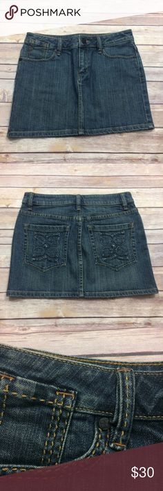 BCBG Denim Skirt with Back Pocket Detailing BCBG denim skirt in a size 28 with back pocket detailing. LENGTH: 12 in. BCBG Skirts Mini