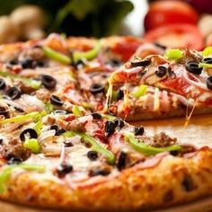 A delicious supreme pizza at Big Daddy's Pizzeria in Gatlinburg Pizza Hut, Slice Pizza, Pizza Dough, Pizza Legal, Pizza Call, Pizza Rica, Pizza Recipes, Vegetarian Recipes, Pizza Coupons