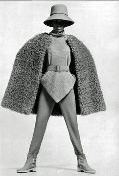 1967 Ski ensemble House of Balenciaga 60s And 70s Fashion, Simply Fashion, Retro Fashion, Vintage Fashion, Ski Fashion, Fashion Design, Balenciaga Work, Balenciaga Vintage, Fashion Images