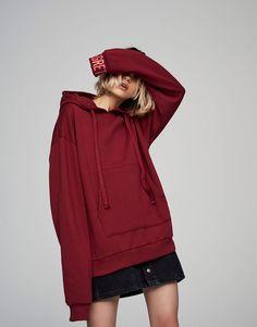 Толстовка с капюшоном и надписью на спине - Толстовки - Одежда - Для Женщин - PULL&BEAR Российская Федерация