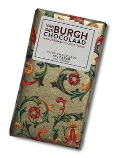In eerste instantie val je voor de verpakking. Uiteindelijk gaat het om de smaak. Met de hand gemaakte chocoladerepen van Van der Burgh Chocolaad. De repen zijn in melk en puur met of zonder hazelnoten. Voor Sint en Kerst zijn er speciale verpakkingen beschikbaar. Ook in een gelimiteerde editie speciaal voor uw organisatie