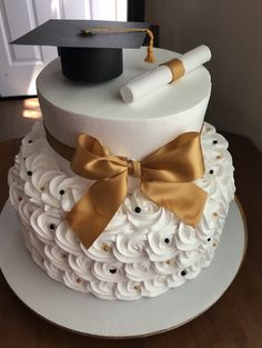 10 Graduation Cakes To Help You Celebrate The Big Day In The Yummiest Way – Graduation Cake Designs, Graduation Party Desserts, Graduation Party Planning, College Graduation Parties, Graduation Cupcakes, Graduation Celebration, Graduation Ideas, Graduation Presents, Graduation Decorations