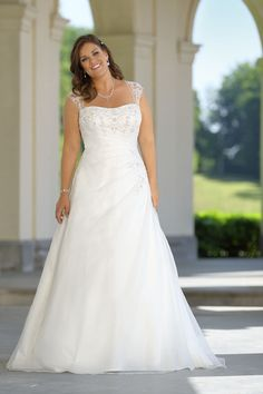Looking for a plus size wedding dress? Ladybird Plussize collection offers sexy and elegant plus size wedding dresses in various designs and colours Lace Wedding Dress, Bridal Dresses, Plus Size Brides, Valentines Day Dresses, Plus Size Wedding Gowns, Curvy Bride, Curvy Dress, The Dress, Cheap Dresses