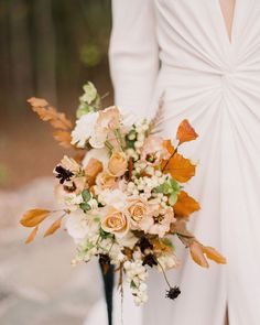 """Weddings & Inspiration on Instagram: """"Hands up who loves fall? 🙋 Today we're sharing a gorgeous autumnal editorial that is sure to inspire all you fall brides who love this time…"""" Fine Art Wedding Photography, Wedding Photography Inspiration, Film Photography, Wedding Inspiration, Light Film, Autumn Bride, Ethereal Wedding, Floral Bouquets, Autumn Leaves"""